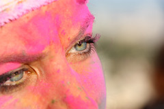 The most beautiful eyes of the Color Run (Herebuse) Tags: yeux oeilcolorrunregardlookbleurosepink