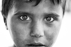 The power of a gaze (Giulio Magnifico) Tags: child iraq isis nikond800e nikkormicro105mmafsvrf28 da3sh