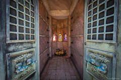 20141005-_MG_3451 (JBRazza Photography) Tags: cemetery crypt grave dead tomb mausoleum stainedglass atlanta oakland razza jbrazza johnrazza
