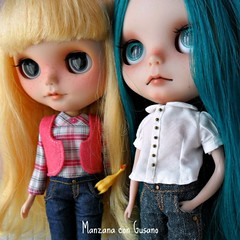 Two of my little girls wearing jeans  Dos de mis peques vistiendo vaqueros