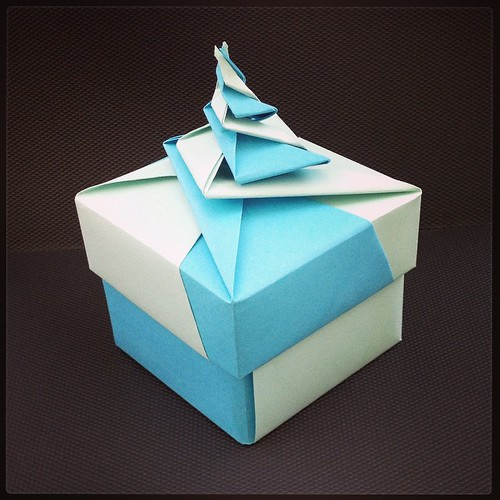Magic spiral cube - DIY Modular Origami Tutorial by Paper Folds ... | 500x500