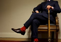 Dandy sauvage (b2099) Tags: blue red socks 35mm rouge shoe costume xpro hands chair marine shoes fuji hand legs main leg calm violence elegant mains dandy jambes clous fauteuil elegance sauvage chaussette jambe batte