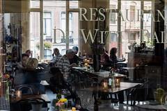 Utrecht: De witte ballons. (parnas) Tags: caf restaurant utrecht nederland streetphotography straat dewitteballons