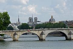 2014.07.14.013 PARIS - La Seine et le pont Royal et l'ile de la Cit (alainmichot93 (Bonjour  tous)) Tags: france seine nikon notredame pont iledefrance fleuve iledelacit coupole 2014 laseine pontroyal ouvragedart