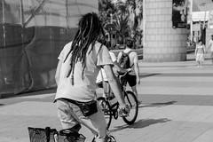 Barcelona, Espanha (junior_vs) Tags: barcelona street urban bw blackwhite spain espanha europa streetphotography pb viagem urbano pretobranco fotografiaderua photographiederue fotografiadecalle strassenfotografie fotografacallejera