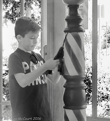 Amarillo, Texas (Barb McCourt) Tags: candidshot candid barbershop streetphotography shrubbery child blackandwhitephotography blackandwhite bnw bw sonyrx100m4