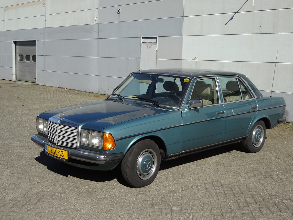 MERCEDES-BENZ 200 1985 / 2013 Apeldoorn (willemalink) Tags: mercedesbenz 200  1985
