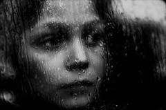 Cristal de Pluie (PaxaMik) Tags: portrait portraitnoiretblanc pluie gouttes fenêtre mélancolie regard noiretblanc noir n§b b§w black drops rainingdays rain contraste frenchportrait cristal