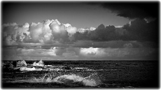 DSC_1590 Seascape with white and dark clouds (B&W)