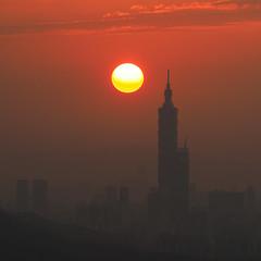 Taipei 101|Sunset 夕陽 (里卡豆) Tags: olympus penf 75300mmii f4867 75300mmf4867ii 101 taipei101 台北101 夕陽 sunset dusk 黃昏 sky mountain