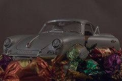"""Ist schon ein """"Leckerchen"""" der alte Porsche 356 B. (Günter Hentschel) Tags: porsche 356b porsche356b auto car 118 modellauto modellcar modell deutschland germany germania alemania allemagne europa nrw nikon nikond5500 d5500 hentschel indoor flickr"""