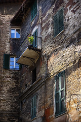 Something Green and Blue  !! (jo.misere) Tags: italien italy structuren reflectie reflection perugia umbrien groen green blauw blue raam window balkon balcony