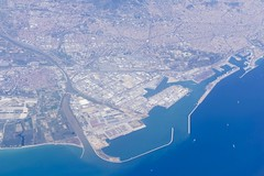 Barcelona Spain Aerial View / Port (roli_b) Tags: barcelona barcelone spain españa espana catalunia catalonia city scape skyline harbor port puerto aerial view panoramic panorama vista flugbild luftbild by air aer photo picture town april 2017 travel reisen viajar turismo tourism luftaufnahme photography europe europa
