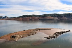 Lake Oroville shallows (JamesV34) Tags: lake water dam reservoir drought lakeoroville orovilledam