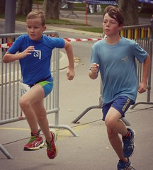 Duel 6 (Cavabienmerci) Tags: boy sports boys sport race children schweiz switzerland kid à child suisse running run lausanne course runners pied runner triathlon laufen triathlete 2014 läufer lauf triathletes