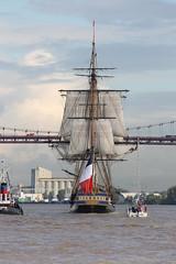 L'Hermione quitte le port de Bordeaux (Les photos de LN) Tags: port bordeaux bateau garonne voilier hermione fleuve pontdaquitaine frgate portdelalune