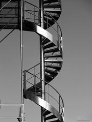 Issue de secours (Agns Laure) Tags: white black france noir steel empty staircase blanc escalier vide acier saintpourain rgionauvergne dpartementdelallier canonpowershotsx700hs