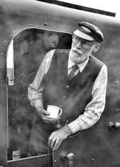 Driver (R~P~M) Tags: uk greatbritain england train unitedkingdom railway steam driver locomotive oxfordshire oxon chinnor chinnorprincesrisboroughrailway