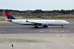Delta Air Lines N810NW (Howard_Pulling) Tags: camera japan japanese tokyo photo airport nikon photos aircraft aviation picture april nippon airlines narita 2014 howardpulling d5100