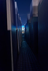 Holocaust Memorial (mattrkeyworth) Tags: berlin night zeiss germany deutschland nacht nuit holocaustmemorial holocaustmahnmal denkmalfrdieermordetenjudeneuropas a7r sal1635z coraberlinerstrase mattrkeyworth laea3 sonya7r ilce7r
