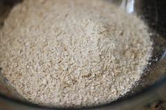 Pão de banana, aveia, amêndoas e chocolate (anaclara_luppi) Tags: bread baking sweet chocolate vegetarian almonds oats doce pão forno assado aveia comidavegetariana amêndoas eatsandshoots