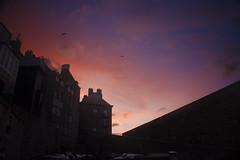Saint-Malo dans le vent (guillaume_roger_aussant) Tags: sunset mer vent soleil coucher bretagne nuages vagues nuit saintmalo ocan rempart bretons littoral