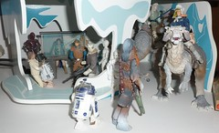 Hoth Hanger (Darth Ray) Tags: star with filled wars now figures hanger hasbro hoth farr toryn
