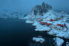 The fisherman village of Hamnoy at dusk (Palnick) Tags: winter landscape norway fjord snow lofoten village sea reine water nature ocean mountain norwegian town sky scandinavia nordic house coast arctic rorbu europe fishing outdoors north island rorbuer moskenesoya harbor scenery nordland hut sunny blue bay pier scenic red sunset boat ice peaks cold islands panorama sunrise spring travel picturesque houses lights night mountains