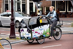 Bakfiets Natuurfontein - Amsterdam (FaceMePLS) Tags: amsterdam nederland thenetherlands facemepls nikond5500 straatfotografie streetphotography driewieler transportfiets carriertricycle deliverybicycle bakfiets