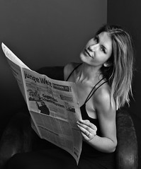 Lili (heikole-art.net) Tags: deutschland germany tyskland berlin studio 2015 canon eos 5d2 5dmarkii heikole liliv lili modell model portrait porträt porträtt girl mädchen tjej frau woman kvinna weiblich female kvinnlig feminin feminine beauty beautiful pretty gorgeous schön schönheit snygg schlank dünn skinny slender slim soft kleid dress zeitung newspaper jungewelt schwarzweis bw blackandwhite monochrom monochrome blackdiamond autofocus soe greatphotographers