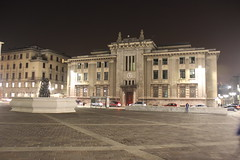 Pałac Sprawiedliwości (magro_kr) Tags: bergamo włochy wlochy italy italia lombardia lombardy noc plac budynek architektura night square building architecture