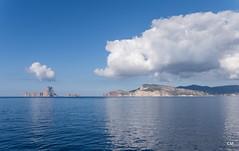 Cada illa amb el seu núvol (.carleS) Tags: caeduiker panasonic lumix gf3 balears illes eivissa núvols mar sea mediterrani mediterráneo
