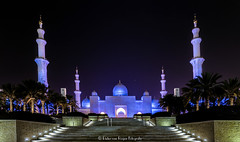 Sheikh Zayed Grand Mosque at night (PvRFotografie) Tags: abudhabi uae unitedarabemirates moskee mosque sheikhzayedgrandmosque evening avond night religie religion architectuur architecture colorfull sonyslta99 20mm sony20mmf28