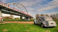 Citroën Traction Avant 11B (Skylark92) Tags: nederland netherlands holland amsterdam oost east noordholland amsterdamsebrug amsterdamrijnkanaal rijnkanaal citroen traction avant 11b 1956 grey gris grijs