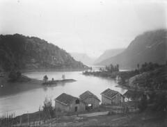 Loenvatnet lake, ca. 1920 (Fylkesarkivet i Sogn og Fjordane) Tags: førde sognogfjordane norge norway noreg sunnfjord olaifauske loen loenvatnet lake stryn boathouses boat landscape