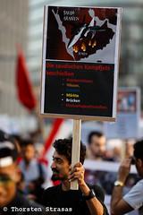 Jemeniten und Querfront demonstrieren in Berlin für Frieden im Jemen (tsreportage) Tags: antiimperialistischefront berlin demonstration fahnen flaggen frieden jemen jemeniten kundgebung mitte montagsmahnwache palaestina palestine potsdamerplatz querfront saudiarabia saudiarabien yemen yemeni demo farright flags march neonazi peace rally rechtsradikal war germany de