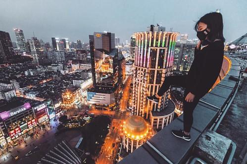 - one step difference - ' ' ' ' #shanghai #shanghaiist #creativecommunity #meistershots #streetdreamsmag #hypebeast #illgrammers #fatalframes #portraitcentral #urbex #urbanexplorer #thirdeyevision #tonebox #citykillerz#conquer #thatsshanghai #conquer_htx