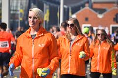 Sponge crew (myphotomailbox) Tags: rotterdam netherlands outdoor marathon orange crew people sponge girls nő wanita kadın frau wīf femme kvinde woman औरत aurat cêniye donna эхэнэр naine γυναίκα mara 여성
