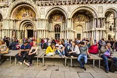 VENEZIA. PIAZZA SAN MARCO. (FRANCO600D) Tags: venezia venedig venecia venice veneto piazza piazzasanmarco basilica facciata turisti turismo folla ressa italia italy italie italien bellitalia chiesa serenissima fotografa canon eos600d sigma franco600d