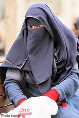Droit dans les yeux (photolenvol) Tags: portrait street picture arabe niqab