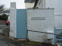 2005-03-22-0049.jpg (Fotorob) Tags: hek straatmeubilair voorwerpenoppleinened muur straatnaamborden informatiepaneel erfscheiding cornwall engeland england fowey