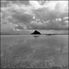 """""""Baie du Mont Saint-Michel"""" (Corinne DEFER - DoubleCo) Tags: blackandwhite bw france blancoynegro square noiretblanc nb ciel squareformat normandie nuage"""