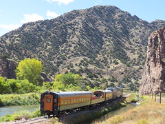 Heading into the Gorge (Patricia Henschen) Tags: royalgorgeroute royalgorge canoncitycolorado arkansasriver railroad locomotive vistadome denverriogrande usroute50