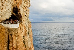 Un balc privilegiat / The best balcony (SBA73) Tags: sea panorama cliff mer bar disco mar mediterranean mediterraneo unique relaxing cliffs vista cave local menorca cova xoroi pasoscatalans minorca chillout cueva discoteca 2014 balearic acantilados balears mediterrani cingles covadenxoroi calaenporter catalancountries estimbats mittelmer