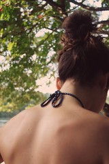 (windysmiles) Tags: light red summer lake berlin rot colors girl leaves foglie youth vintage hair lago see back jung estate bokeh head candid sommer redhead bikini shoulders swimsuit blaetter rosso ragazza schiena capelli haare kopf berlino dietro testa schlachtensee shoulderblades giovinezza roscia scapole