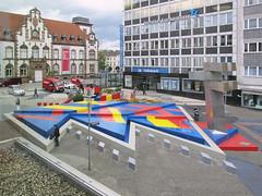 Mlheim - Synagogenplatz (.patrick.) Tags: kunst platz brunnen altstadt ruhrgebiet nordrheinwestfalen bunt kunstwerk synagogenplatz mlheim rechtsruhrsd hajekbrunnen