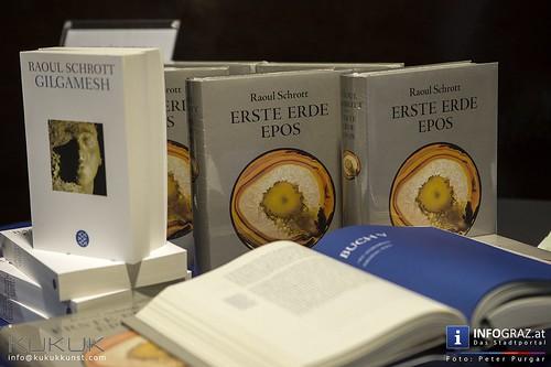 """Raoul Schrott """"Erste Erde"""" Epos mit Bildern aus dem Kunsthaus Weiz"""