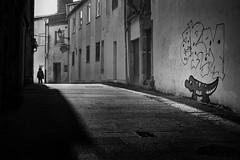 (Leon F. Cabeiro) Tags: leica m2 voigtlander nokton 50 15 asph vm kodak tmax 400 stand hc110 santiago compostela street galiza galicia graffiti art