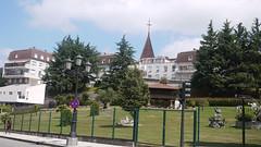 Residencia Ancianos (Jusotil_1943) Tags: arboles entrearboles cruz iglesia edificio arquitectura oviedo fences señales trafico