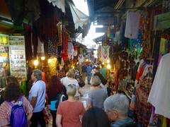 Struinen over de Souk in de Islamitische wijk van Jeruzalem